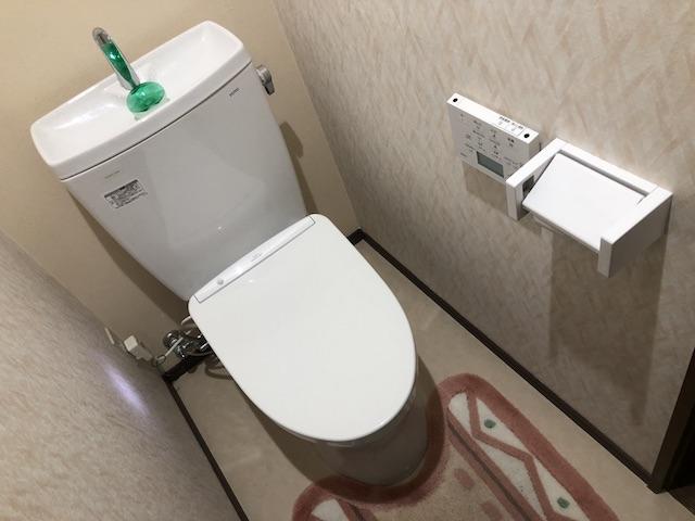 トイレタンクとウオシュレット